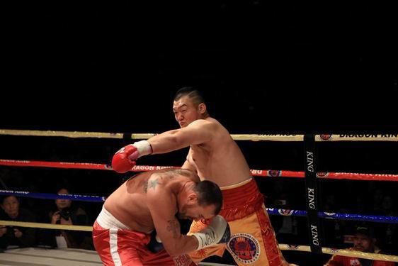 张君龙KO加文夺得WBU过渡拳王